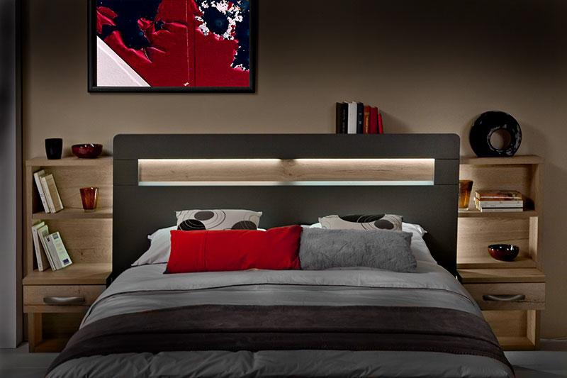 Tête de lit lumineuse avec rangements